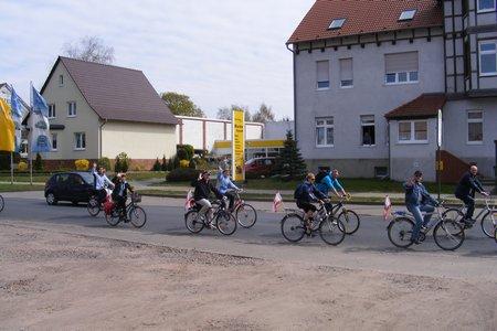 Sternfahrer-aus-Kyritz-und-Pritzwalk-sind-in-Kyritz-eingetroffen-und-auf-dem-Weg-zum-Marktplatz