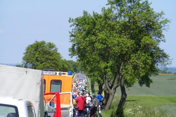 Das Fahrerfeld unterwegs auf der 5. Etappe der Tour-de-Prignitz im Jahr 2010