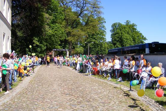 Empfangsspalier Heiligengrabe vor der Ankunft der Radfahrer aus Wusterhausen bei der Tour-de-Prignitz 2010