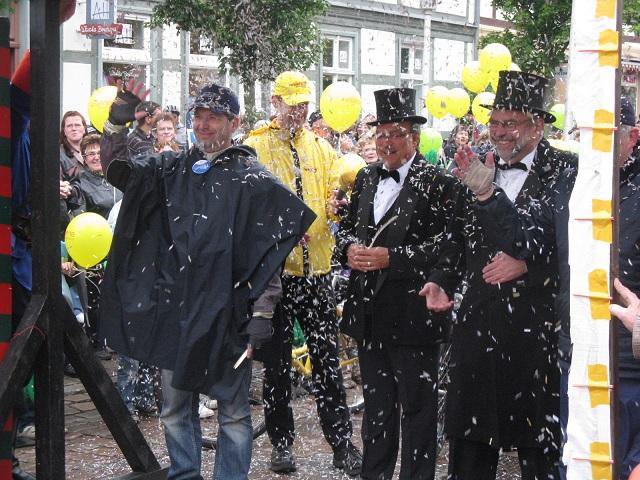 Konfettiregen beim Empfang Etappe 2 Tour-de-Prignitz 2010 Wittenberge-Pritzwalk