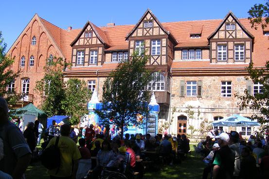Malerische Kulisse im Klostergarten bei der Etappenparty der Tour-de-Prignitz 2010 in Heiligengrabe