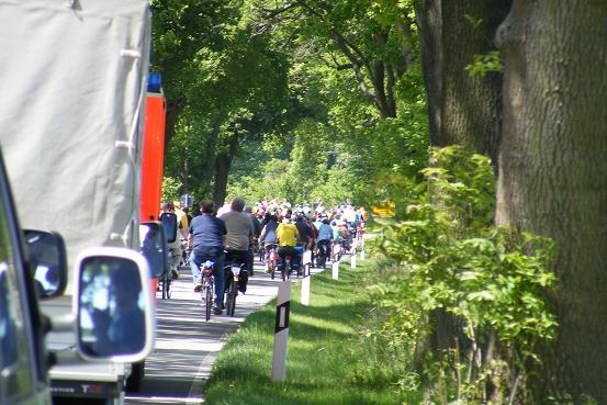 Radlerfeld unterwegs auf der Strecke