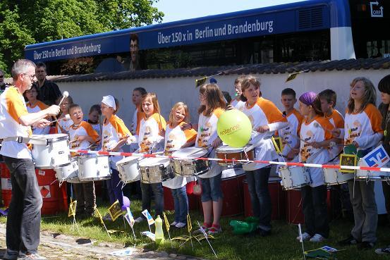 Trommler im Empfangsspalier der Tour-de-Prignitz 2010 in Heiligengrabe