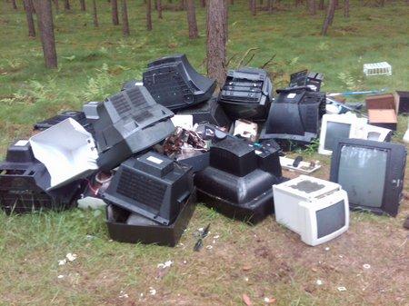 Illegale-Müllentsorgung-im-Wald-am-Aussichtsturm
