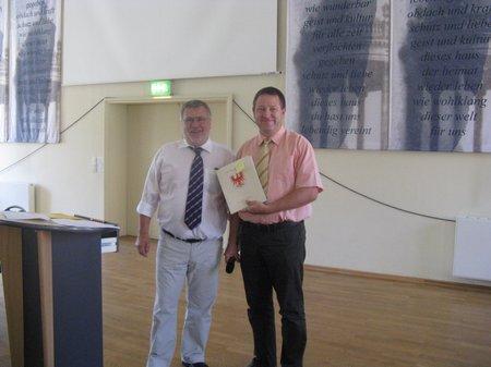 Übergabe-Zuwendungsbescheide-Heiligengrabe-Staatsseketär-Bretschneider-an-Bürgermeister-Kippenhahn