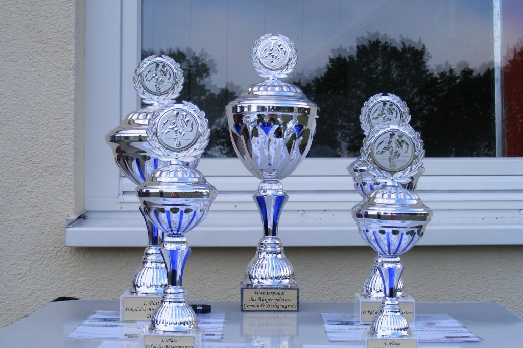 Pokale und Wanderpokal - Fussballturnier Gemeinde Heiligengrabe 2010