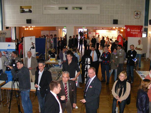 Jobstart 2010 - Blick in Kulturhaussaal Pritzwalk kurz vor Messeeroeffnung