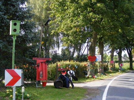Heiligengrabe - Dorffest Blumenthal 2010 - Figuren am Straßenrand