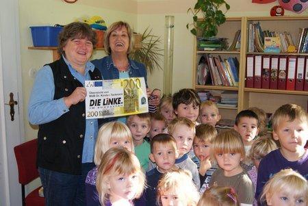 MdB-Dr.-Kirsten-Tackmann-Diätenerhöhung-an-Kita-Zaatzke-002