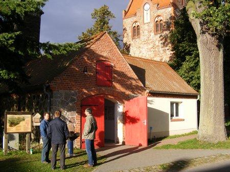 Treff vor dem Feuerwehrgerätehaus Blandikow am 17. September 2010 zur Einweihung des Küchen- und Sanitärtraktes