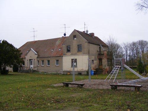 vorderansicht-altes-gutshaus-liebenthal-immobilienaktion