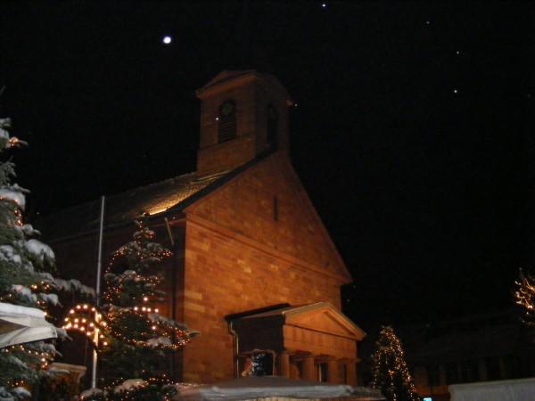 Weihnachtliche Kirche in der Partnergemeinde Fahrenbach im Lichterglanz - Weihnachtsmarkt 2010