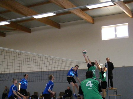 Anfriff-VC-Fortuna-Kyritz-Block-SV-Blumenthal-Grabow-Volleyball-Landesklasse