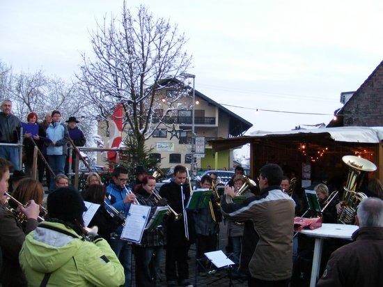 Bläser-auf-dem-Fahrenbacher-Weihnachtsmarkt-2010