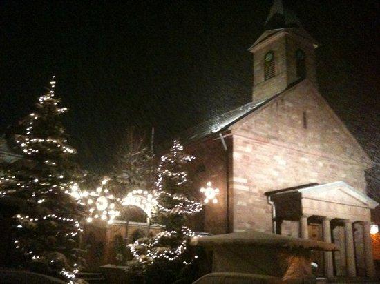 Kirche-und -Weihnachtsmarkt- Fahrenbach- im -Schneegestöber