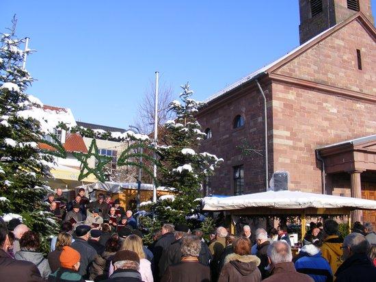 Männerchor-am-Sonntag-auf-dem-Weihnachtsmarkt-Fahrenbach-2010