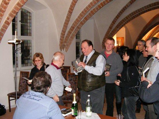 Peter-Michael-Diestel-signiert-Bücher-in-Heiligengrabe