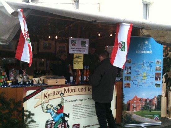 Stand- Heiligengrabe- beim- Weihnachtsmarkt- Fahrenbach- 2010- mit- Prignitzer- Produkten- und- Touristinformationen