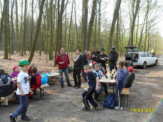 Imbiss-Frühstueck-nach-Baumpflanzung-Baum-des-Jahres-2011-Elsbeere-in-Heiligengrabe