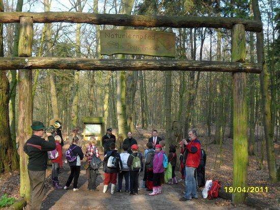 Pflanzaktion-Elsbeere-Baum-des-Jahres-2011-Naturlernpfad-Rote-Bruecke-Heiligengrabe