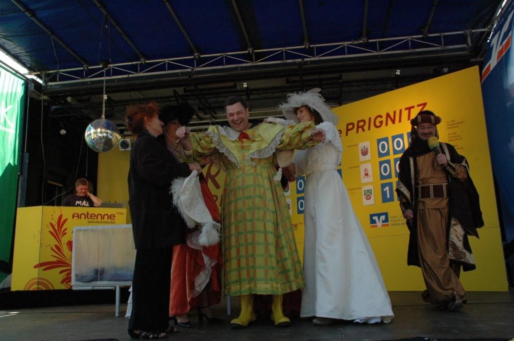 Bürgermeister-Perleberg-Fred-Fischer-als-Botschafter-Modemuseum-Meyenburg