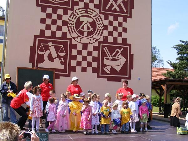 Mittagspausenprogramm-auf-der-Buehne-vor-der-Grundschule-Blumenthal-6-Etappe-Tour-de-Prignitz-2011-Kyritz-Heiligengrabe