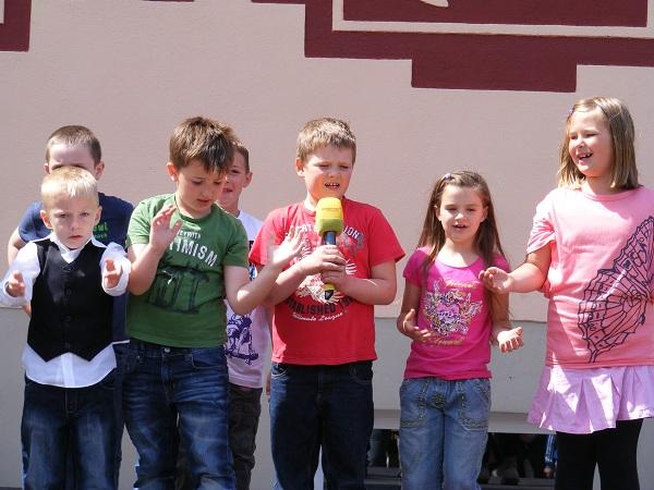 Programm-der-Grundschulkinder-in-Blumenthal-6-Etappe-Tour-de-Prignitz-2011-von-Kyritz-nach-Heiligengrabe