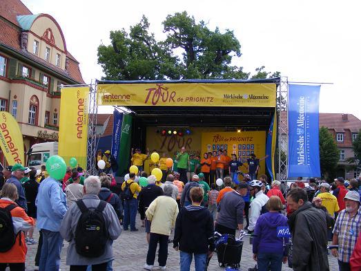 TDP-2011-Marktplatz-Hansestadt-Kyritz-an-der-Knatter-vor-Start-6-Etappe-nach-Heiligengrabe