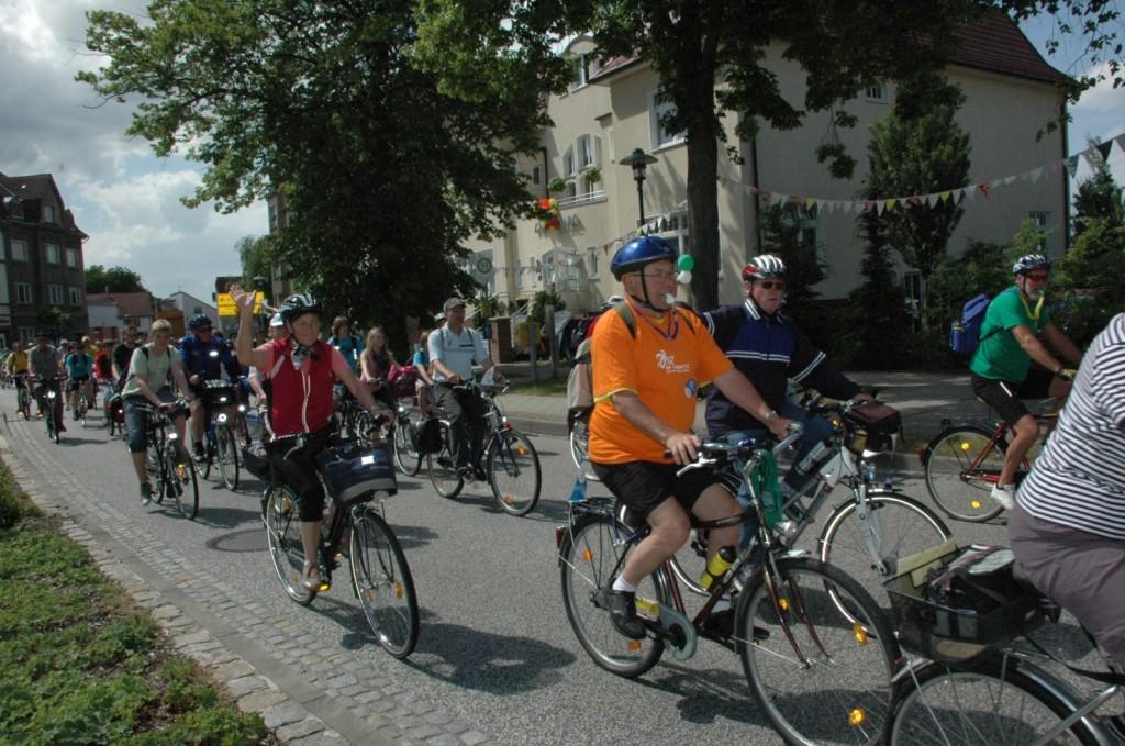 Tour-de-Prignitz-2011-Radler-auf-2-Etappe-im-Zielort-Meyenburg