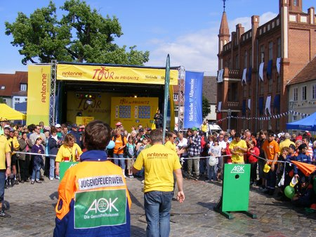 AOK-Jugend-Feuerwehrspiel-Marktplatz-Kyritz-TDP-2011