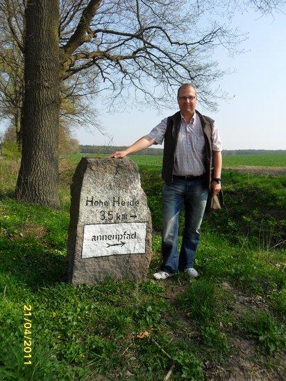 Ausschilderung Annenpfad Richtung Hohe Heide - Pilgern am Gründonnerstag 2011