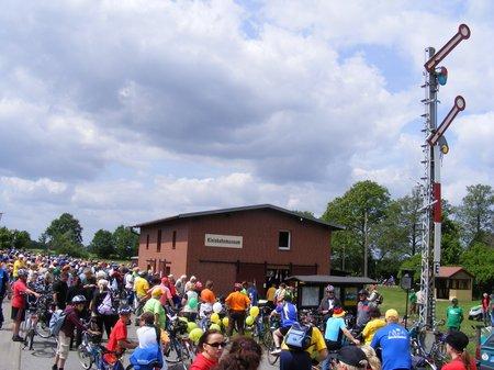 Kulturstopp-am-Kleinbahnmuseeum-Lindenberg-auf-der-1-Etappe-Tour-de-Prignitz-2011-von-Heiligengrabe-nach-Perleberg