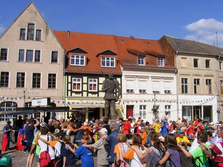 Polonaise-Marktplatz-Rolandstadt-Perleberg-Tour-de-Prignitz-2011-Etappe-1-von-Heiligengrabe