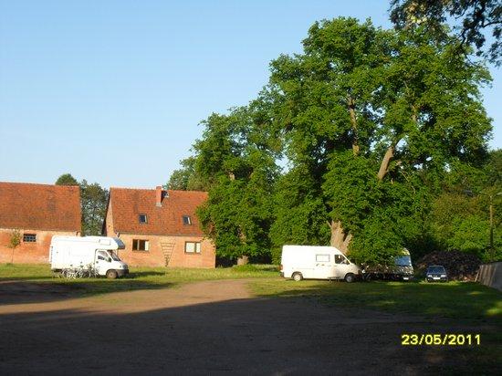 Wohnmobilisten-uebernachteten-am-Kloster-Stift-Heiligengrabe-um-bei-der-tour-de-prignitz-2011-dabei-zu-sein