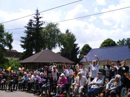 Zuschauer-am-Strassenrand-bei-der-Tour-de-Prignitz-2011-Etappe-1-Heiligengrabe-Perleberg
