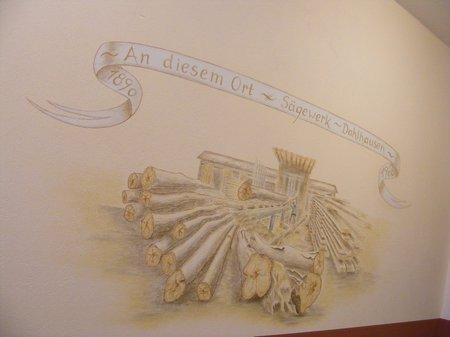 Buergerhaus-Blumenthal-ehemaliges-Saegewerk-Wandmalerei-im-Eingangsbereich-Flur-Foyer