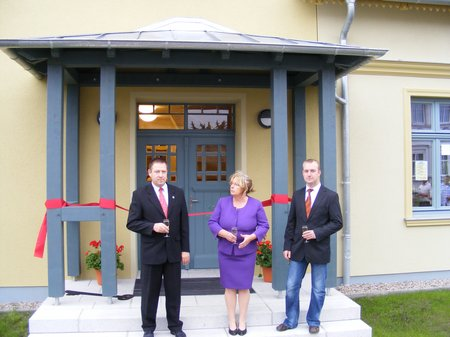 Buergerhaus-Blumenthal-offizielle-Eroeffnung-mit-Sekt-Kippenhahn-Teiche-Beckmann