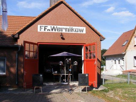Dorffest-Wernikow-2011-an-der-Feuerwehr-mit-musikalischer-Umrahmung-durch-Herrn-Ramin