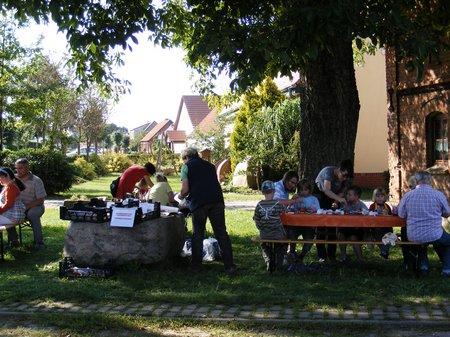 Dorffest-Wernikow-2011-Kinderschmicnken-und-belustigungen-lagen-hoch-im-Kurs