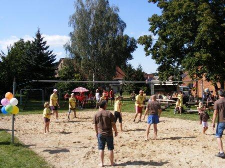 Herzsprung-sucht-das-Superteam-2011-auch-beim-Volleyball-spielen