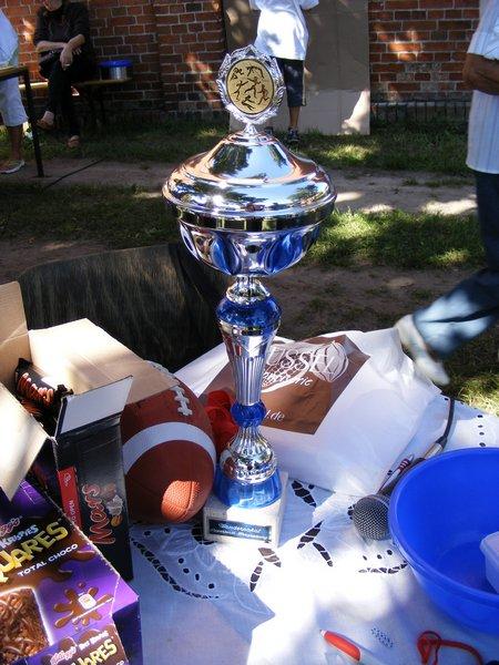 Pokal-als-Objekt-der-Begierde-fuer-das-Super-team-Herzsprung-2011