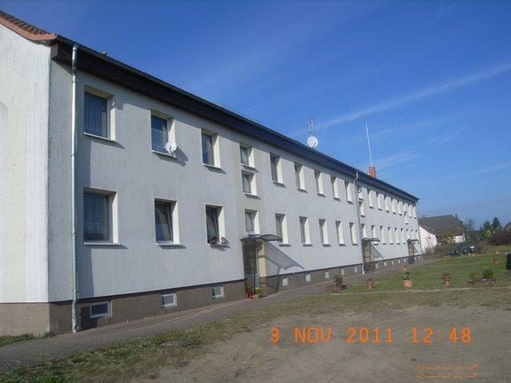 Immobilienverkauf-Königsberg-12-WE-Block-Ansicht-hinten-mit Haustür-Eingängen
