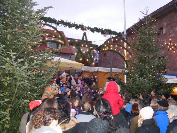 Impressionen-Fotos-Bilder-vom-18-Fahrenbacher-Weihnachtsmarkt-2011-Kindergarten-singt