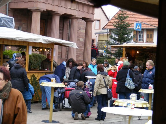 Impressionen-Fotos-Bilder-vom-18-Fahrenbacher-Weihnachtsmarkt-2011-Weihnachtsmann-kommt