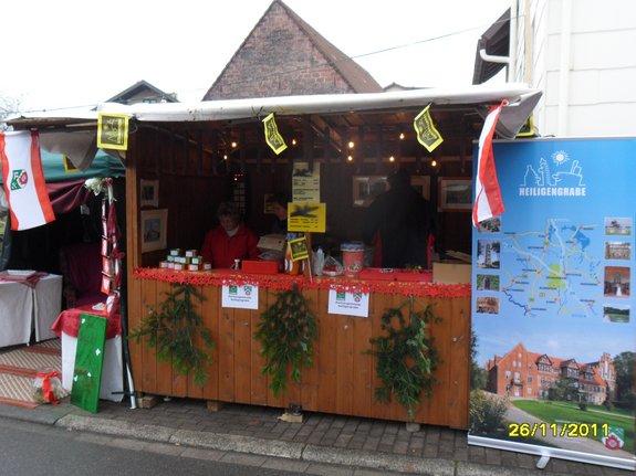 Weihnachtsmarktstand-Heiligengrabe-bei-Partnergemeinde-Fahrenbach-2011