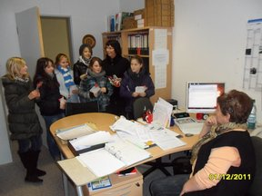 schuelerinnen-der-gesamtschule-heiligengrabe-informieren-am-welt-aids-tag-2011