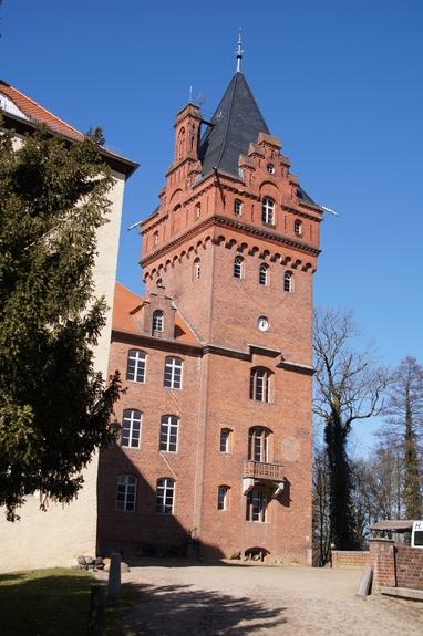 Blick-vom-Innenhof-auf-Plattenburg-Veranstaltungen-Hochzeiten-Ritterfestsoeile-Mittelalterspektakel