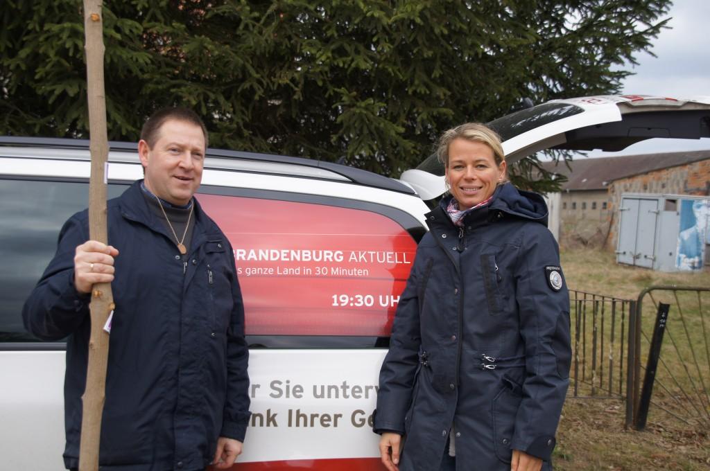 RBB Wetterfee Ulrike Finck und Bürgermeister Holger Kippenhahn aus Heiligengrabe auf dem Annenpfad 2012