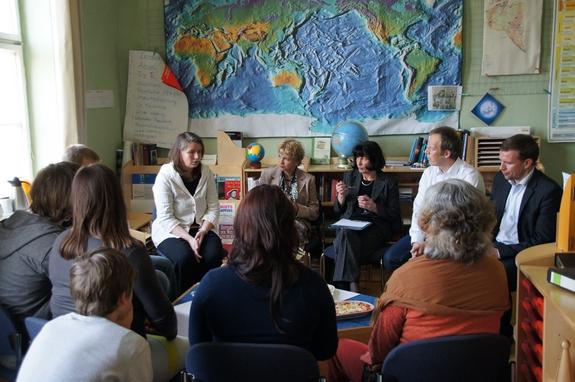 Gepraechsrunde-mit-Brandenburgs-Bildungsministerin-Martina-Muench-in-evangelischer-Gemeinschaftsschule-Heiligengrabe