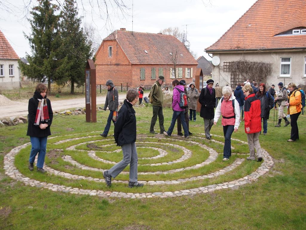 Annenpfad-Pilgerlabyrinth-Kirche-Boelzke